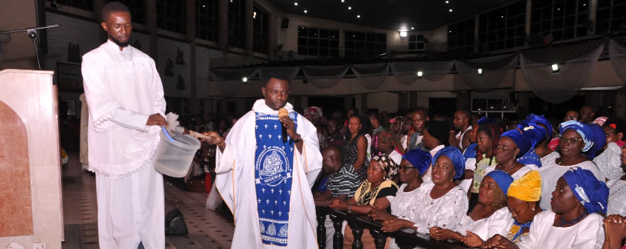 Novena Mass: Fr. Emmanuel Ekundayo and the Knights